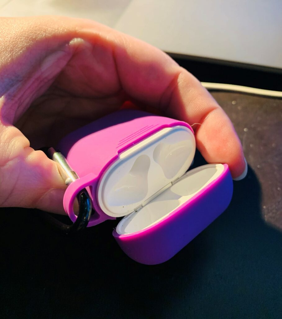 Airpods, Airpods case